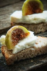 Slices of bread with cheese and figs