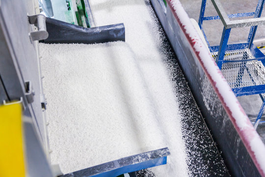 Conveyor with white granules chemical industry