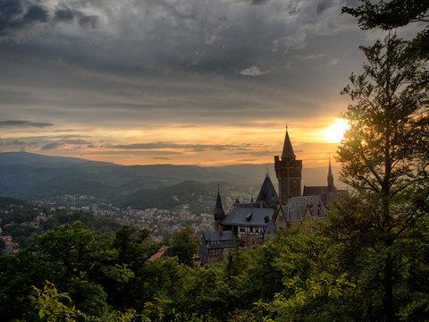 Schloss Wernigerode mit Blick auf den Brocken / vom Agnesberg aus