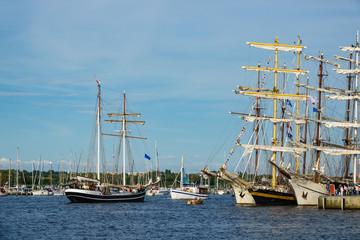 Segelschiffe auf der Hansesail in Rostock.