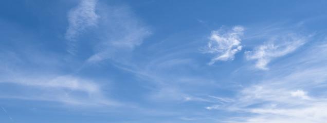 Banner mit blauem Himmel und Wolken Wall mural