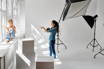 Girl fashion photographer works in the Studio