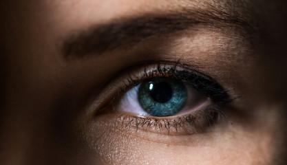Красивые, выразительные глаза/ большой женский глаз