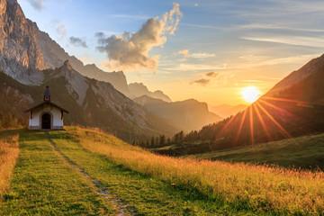 Sonnenuntergang auf der Hallerangeralm im Karwendel Wall mural