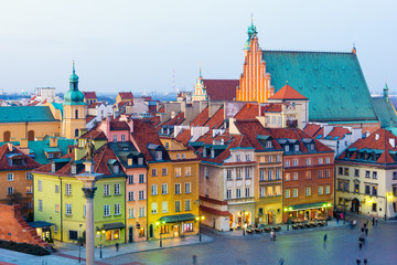 Obraz Widok na Stare Miasto w Warszawie o zmierzchu, Polska - fototapety do salonu