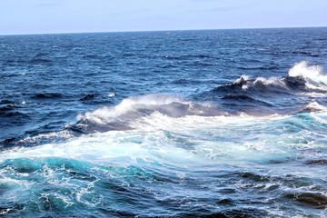 Штормовая погода и волны в Атлантическом Океане