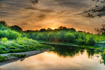 Foto op Aluminium Rivier Sunset over river