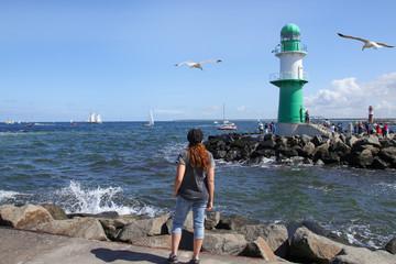 Warnemünde, Ostsee, Segelboot, Frau, Möve