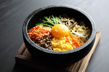 石焼ビビンバ Stone-roasted bibimbap