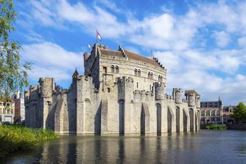 Belgum, Vlaanderen (Flanders), Ghent (Gent). Het Gravensteen castle on the Leie River.