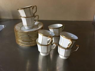 Espresso Tassen und Untertellee Porzellan