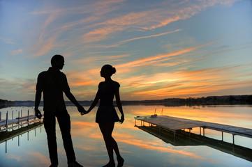 Romantisches Paar, Himmel, Sonnenuntergang, farbige Wolken, See, Bootssteg, Stimmung, Wörthsee, Oberbayern, Bayern, Deutschland