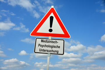 Medizinisch psychologische Untersuchung, MPU, Idiotentest, Führerschein, Schild, symbolisch, Fahrerlaubnis, Promille, Drogen, Verkehrsrecht, Verkehrspsychologie, Verkehrsmedizin, Punktekonto,