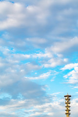 青空と雲と鉄塔