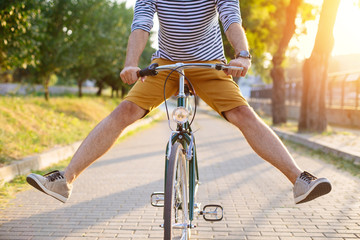 Photo sur Plexiglas Velo Close up of hipster man riding bicycle with his legs in the air