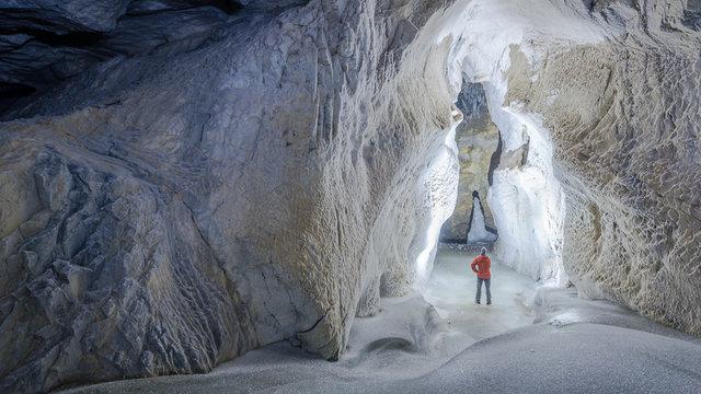 Grotte de glace, très rare paysage, surtout l'été et de pouvoir marcher sur l'eau.
