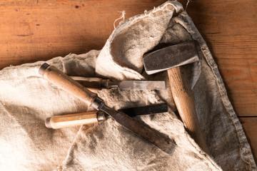 Altes Holzschnitzwerkzeug
