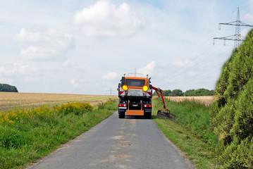 Landschaftspflege, Mäharbeiten am Straßenrand