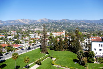 Blick über Santa Barbara und die Berge