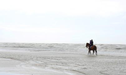 Keuken foto achterwand Paardrijden Reiten an der Nordsee