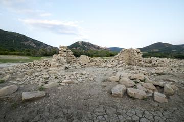 Siccità lago di Bomba e rovine