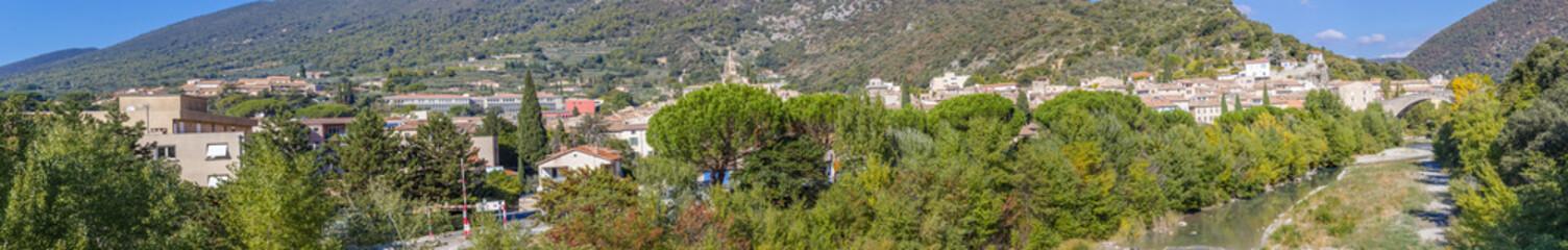 panorama général de la ville de Nyons, Drôme, France
