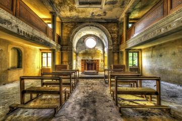 Photo sur Aluminium Edifice religieux Interior of abandoned chapel