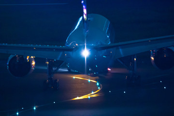 飛行機のある夕景シーン、空港イメージ集