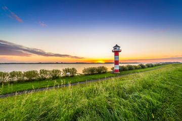 Leuchtturm an der Elbe