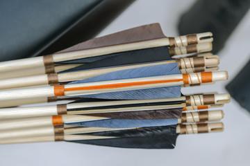 Frecce colorate in legno