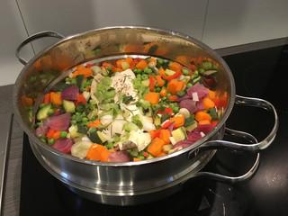 Gedünstetes Gemüse mit Fisch
