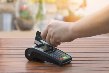 Hand using EDC machine for a credit card.
