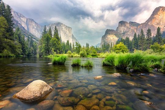 amazing views of el capitan mountain in yosemite valley, Usa