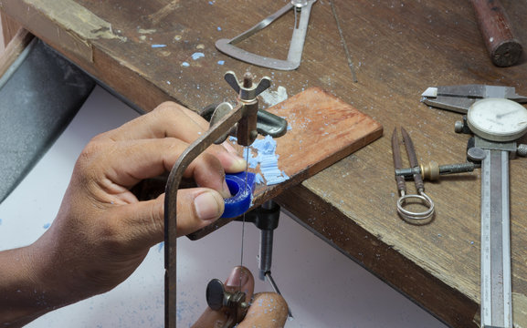 goldsmith use jigsaw cut wax to do ring's wax mold