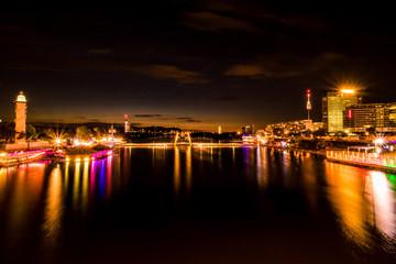 Wiener Skyline und Sommertreiben auf der Donauinsel