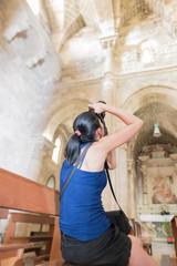 Scattando un Fotografia in Chiesa