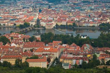 Fiume Moldava nel centro storico di Praga fotografato dall'alto
