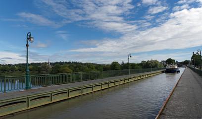 Pont canal et église de Briare