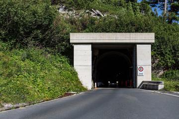 Tunnel mit Auto in Österreich