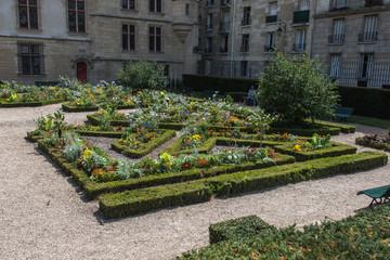 Fotorollo Kunstdenkmal Hôtel de Sens, monument historique de Paris avec son jardin à la française