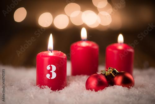 Weihnachtsbilder Zum 3 Advent.Kerze Mit Baumschmuck Zum 3 Advent Stock Photo And Royalty Free