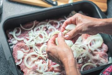 Frau beim Kochen