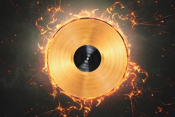 Goldene Schallplatte mit Feuerring