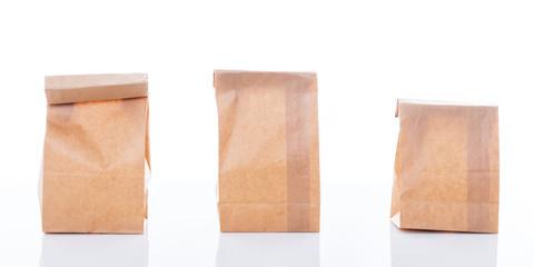 drei leere tüten aus recycling papier