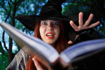 Photo close-up of witch reading spell