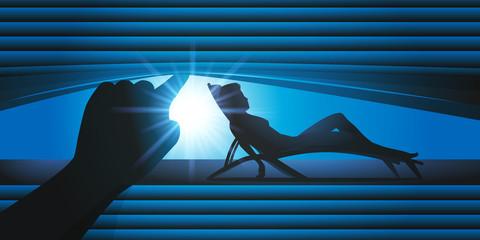 femme nue - chaise longue - persienne - voyeur - bronzer - espionner