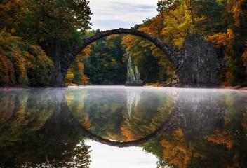 Rakotzbrücke in Herbststimmung
