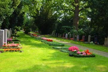 Foto auf Leinwand Friedhof Gräber auf dem Friedhof