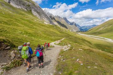 Randonneurs dans les Alpes