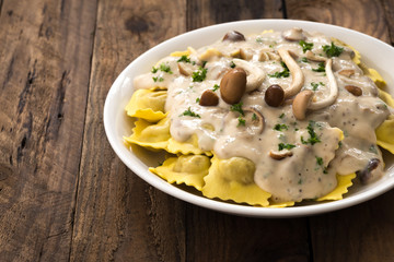 ravioli sauce cream with mushroom